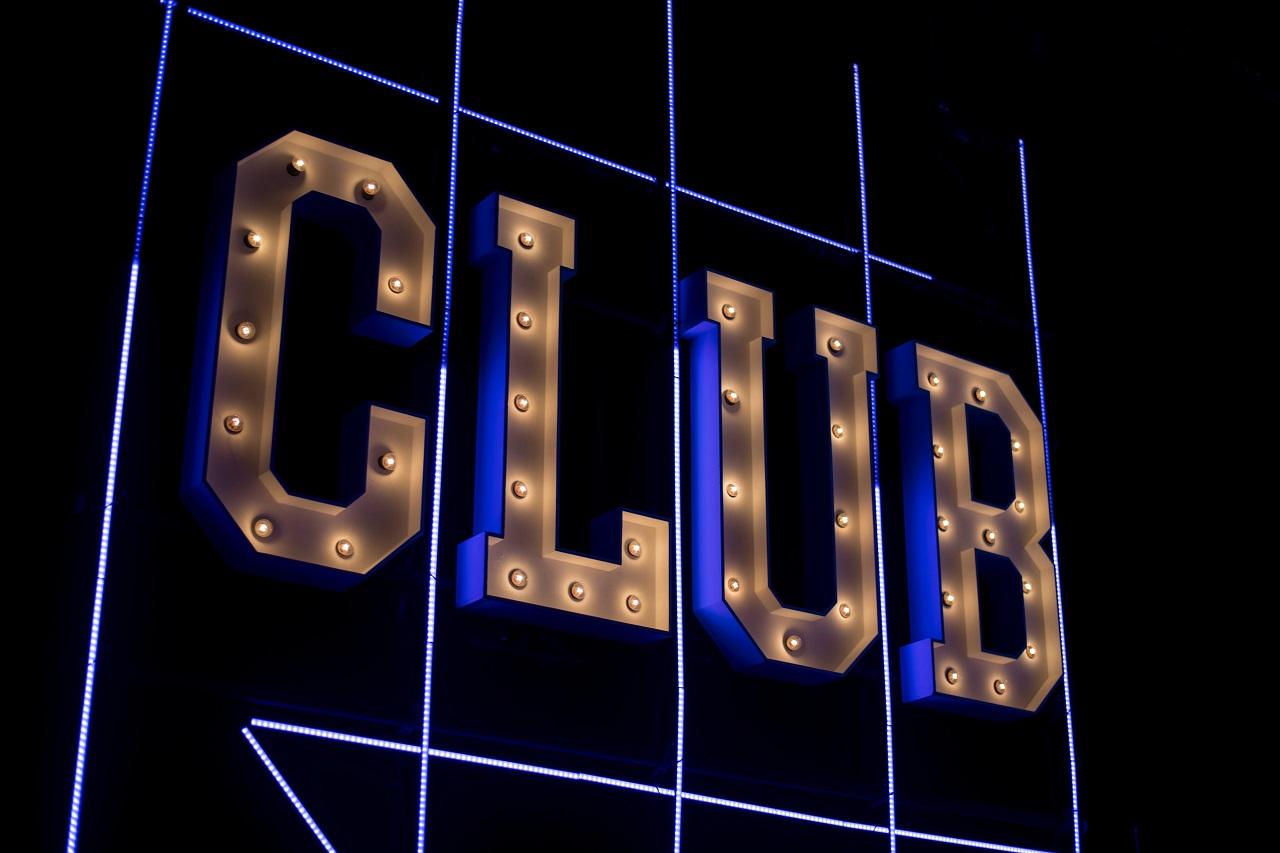 """Glühbirnen Schriftzug """"Club"""""""